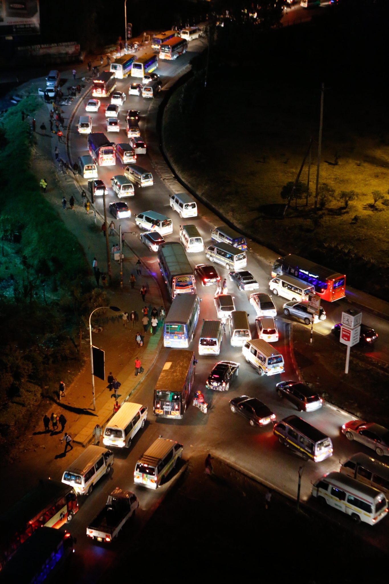 Kenia: przedmieścia Nairobi, wieczorne godziny szczytu, fot: Daniel Irungu, PAP/EPA