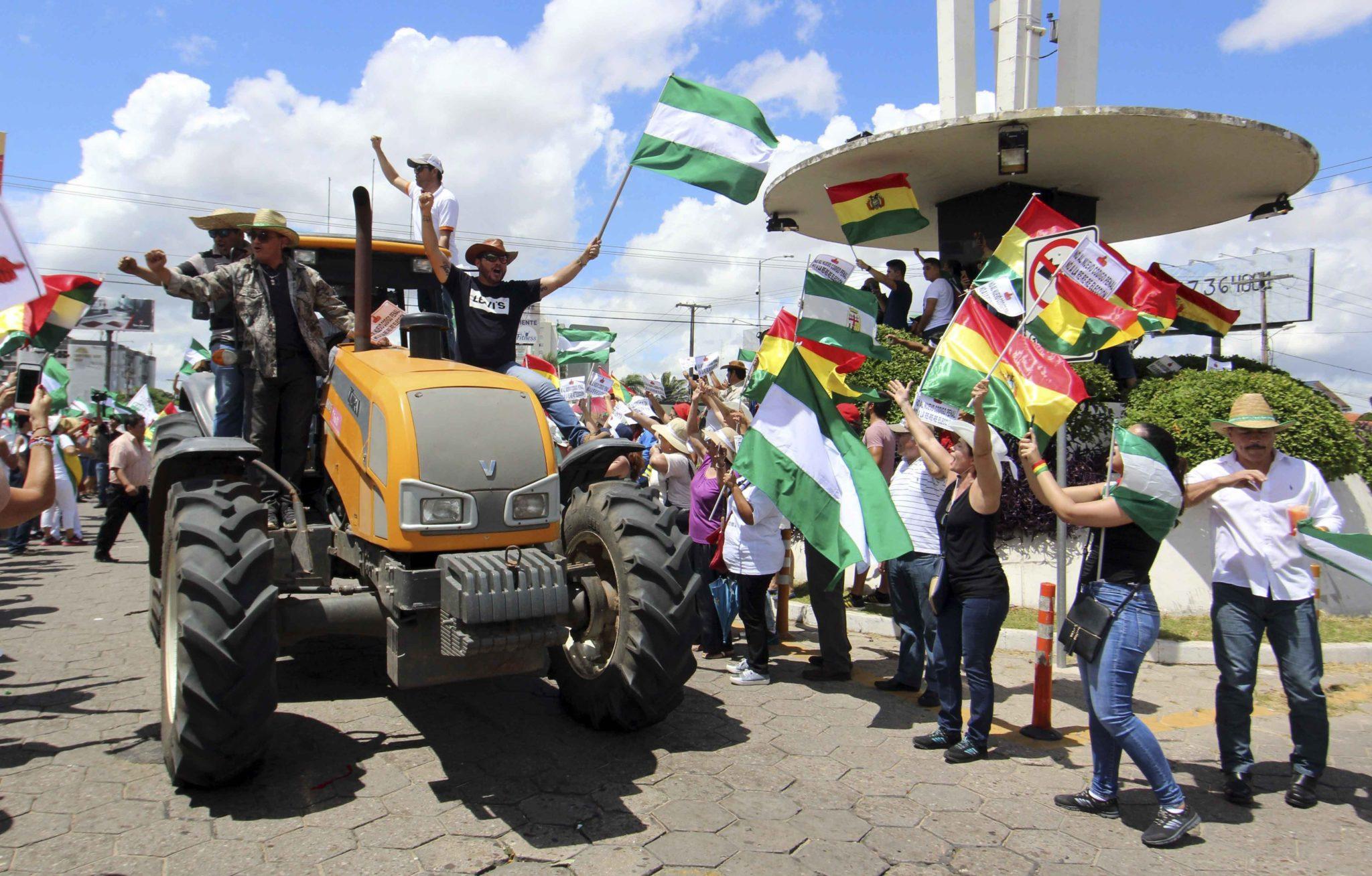 Boliwia: protest przeciwko nowemu kodeksowi karnemu przyznającemu prezydentowi nowe uprawnienia. Protestujący wyszli na ulice głównych miast Boliwii, fot: Juan Carlos Torrejon, PAP/EPA
