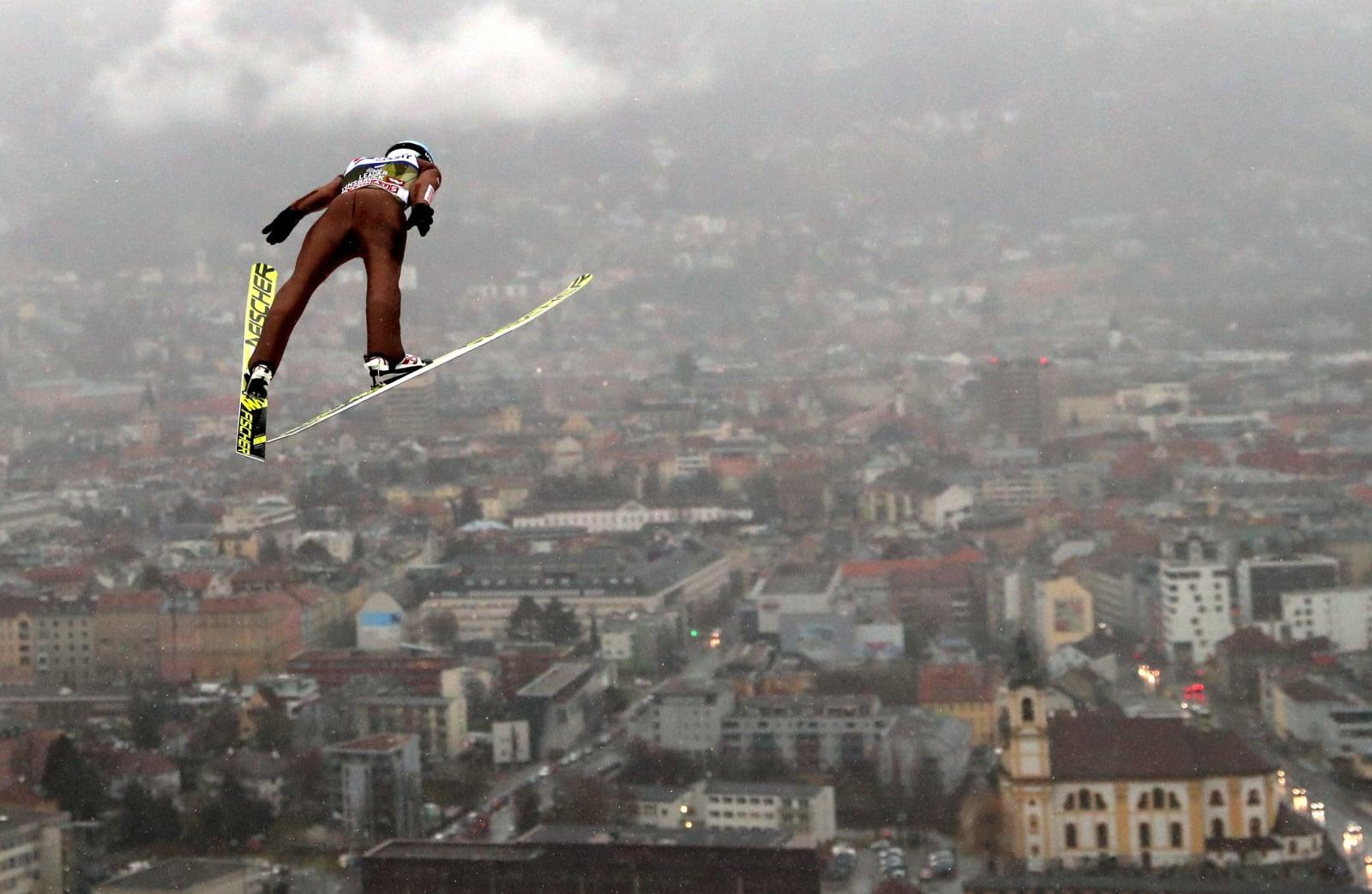 Kamil Stoch podczas treningu na skoczni w Innsbrucku PAP/Grzegorz Momot