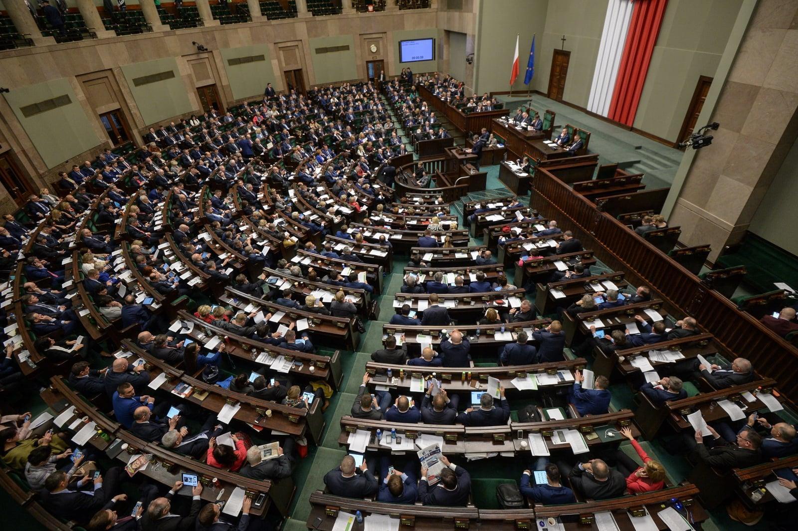 Posłowie na sali obrad, podczas posiedzenia Sejmu, Warszawa, fot.PAP/Marcin Obara