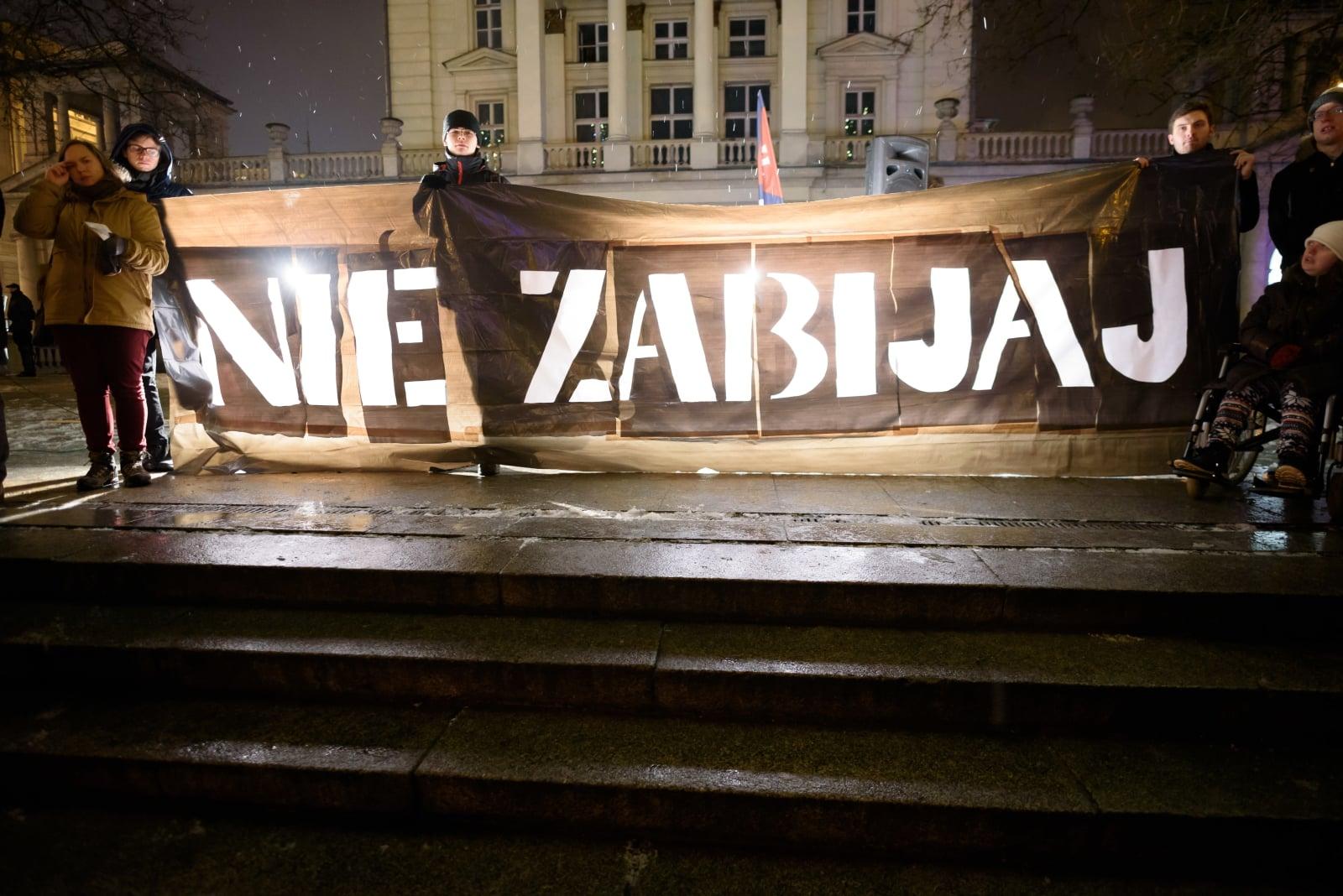Manifestacja w kontrze do Czarnej Środy - protestu zorganizowanego przez Ogólnopolski Strajk Kobiet, Poznań, fot. PAP/Jakub Kaczmarczyk