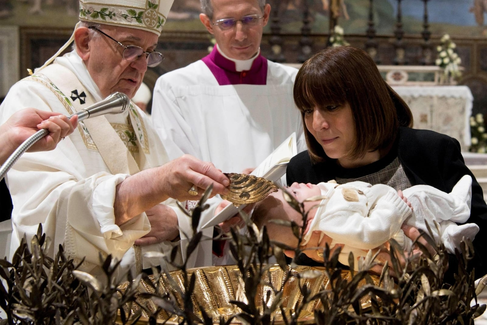 Papież Franciszek ochrzcił 34 dzieci EPA/OSSERVATORE ROMANO