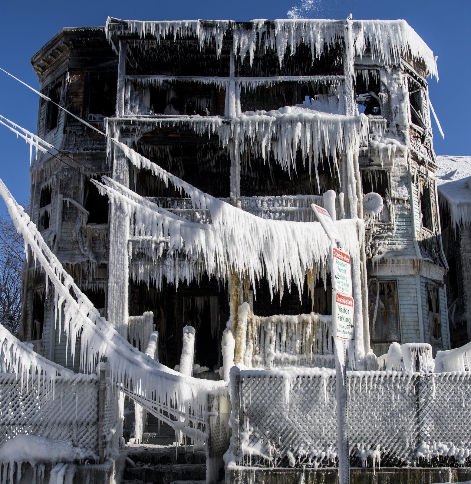 W USA zima nie odpuszcza EPA/JOHN CETRINO