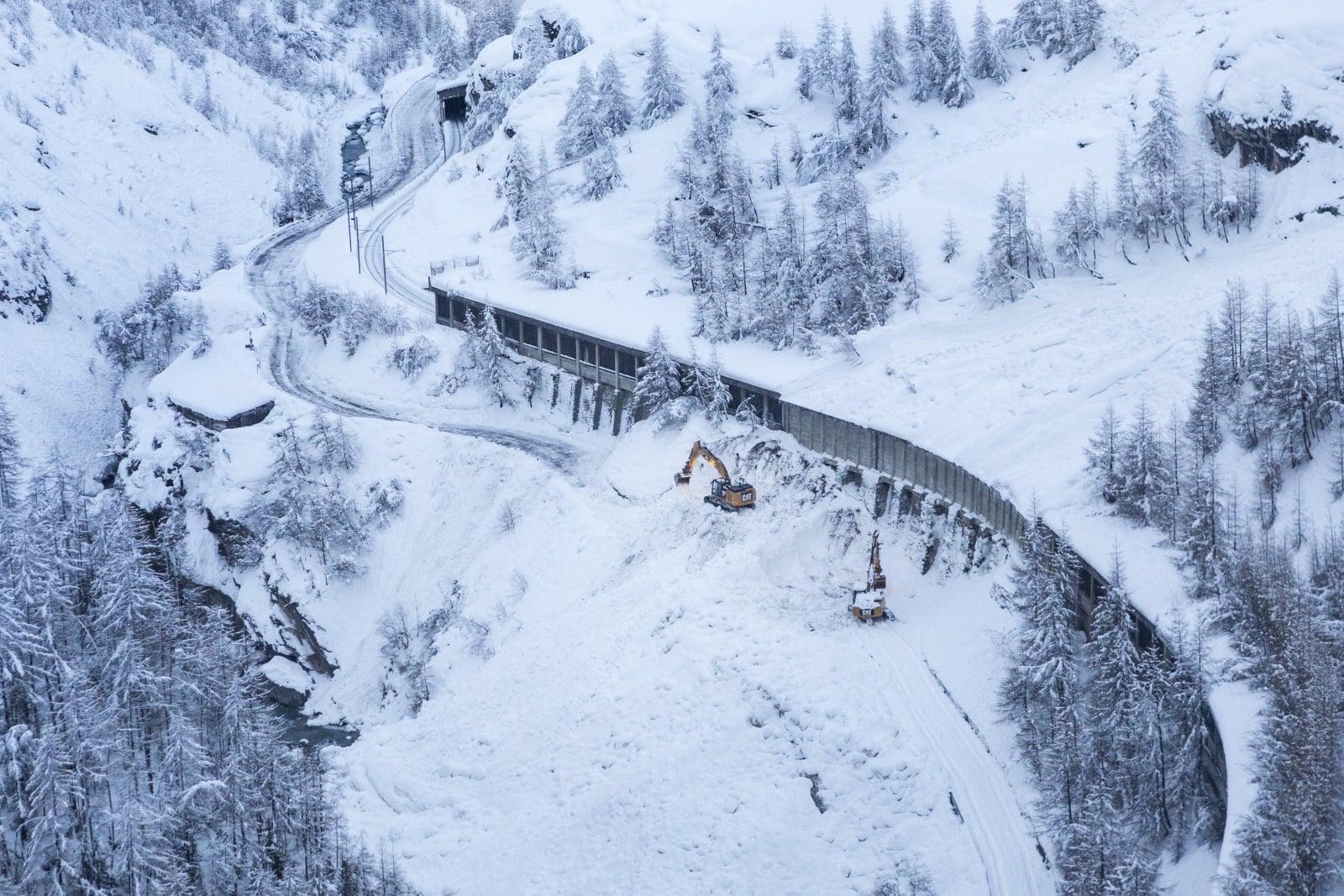 Skutki lawiny w Zermatt, Szwajcaria, fot.EPA/DOMINIC STEINMANN