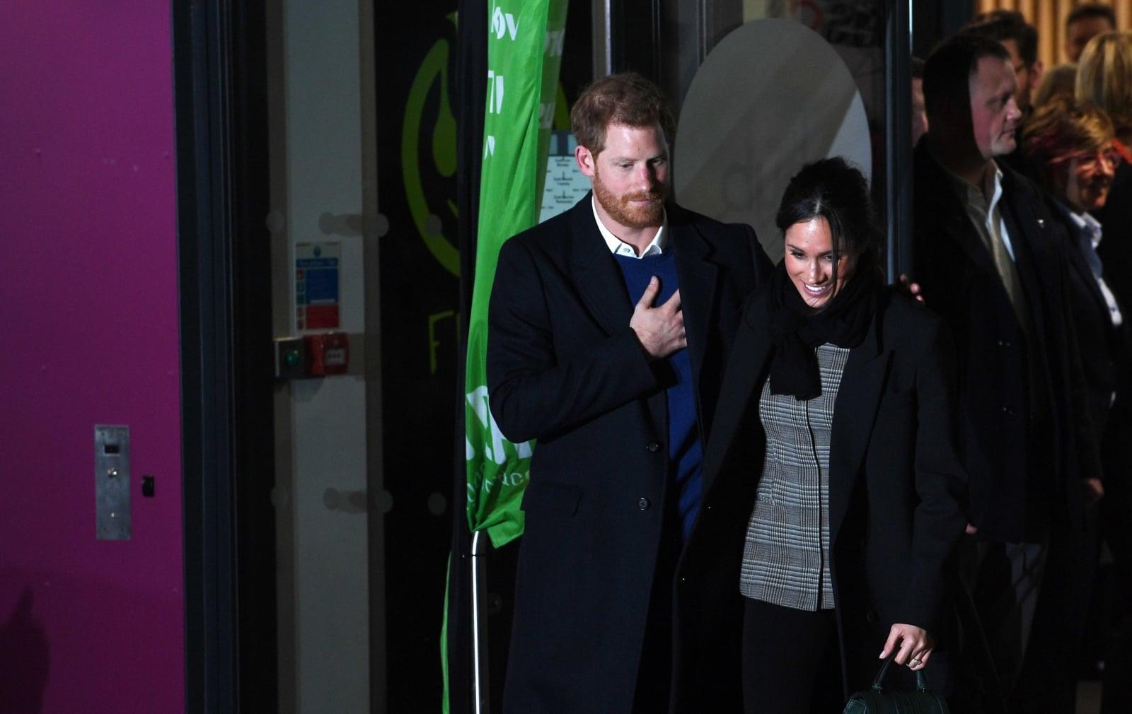 Brytyjski książę Harry i jego narzeczona Meghan Markle podczas ich pierwszej oficjalnej wizyty w Walii, Wielka Brytania, fot. EPA/FACUNDO ARRIZABALAGA