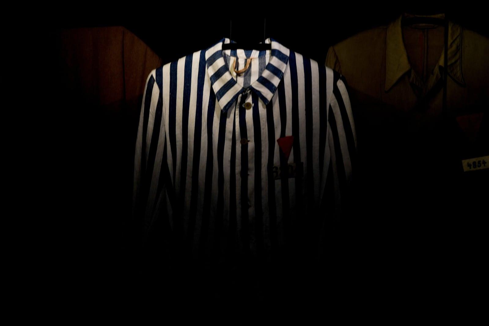 Ubranie więźnia obozu koncentracyjnego Buchenwald, Weimar, Niemcy.