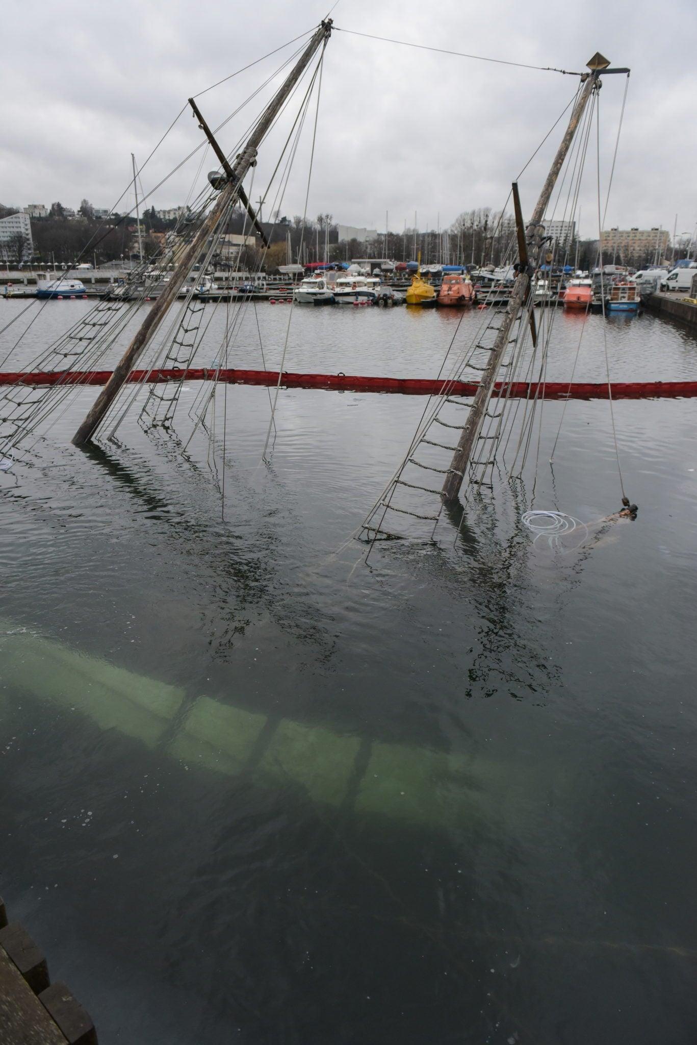 Gdynia: kolejna próba podniesienia zatopionego jachtu żaglowego