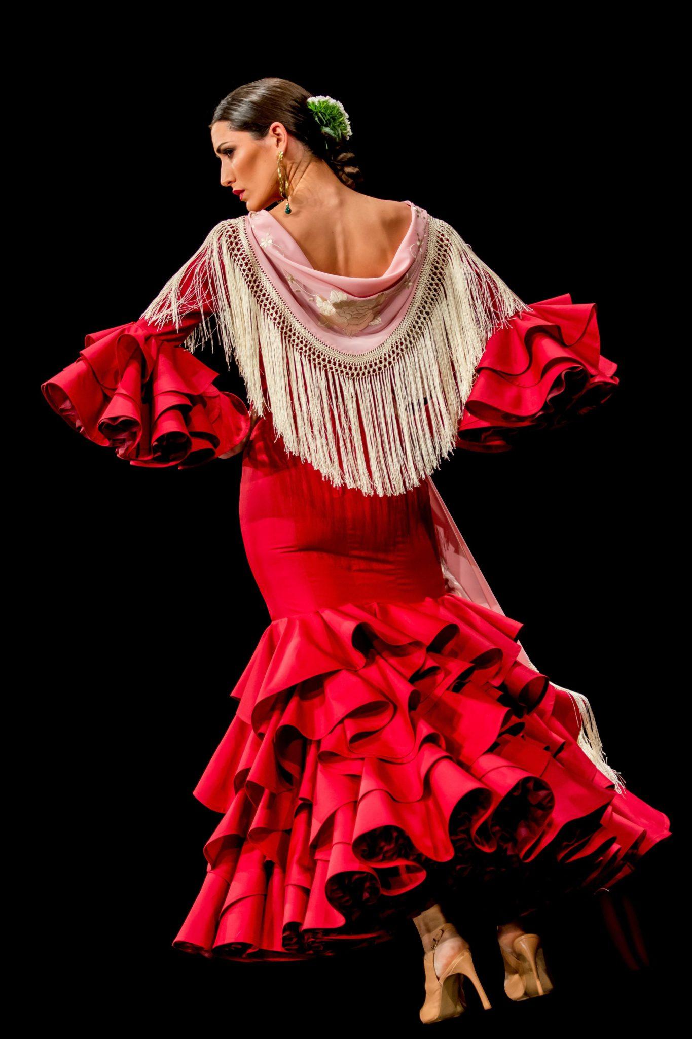 Hiszpania: Międzynarodowe Targi Mody Flamenco SIMOF w Sewilli, fot: Raul Caro, PAP/EPA