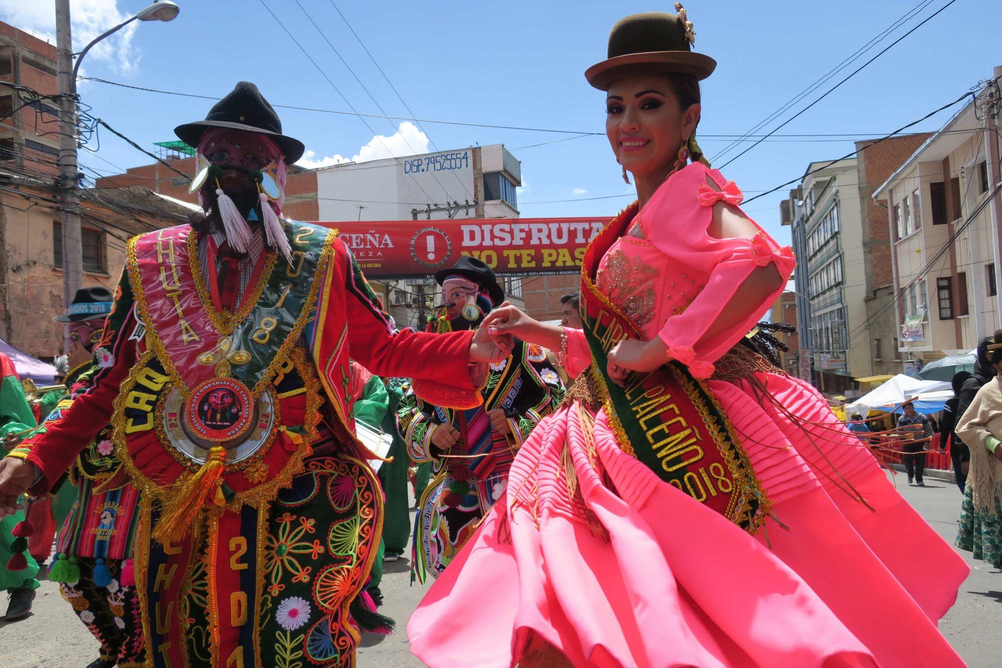 Boliwia, La Paz: moment tradycyjnego pochówu, który kończy karnawał, fot: Yolanda Salazar, PAP/EPA