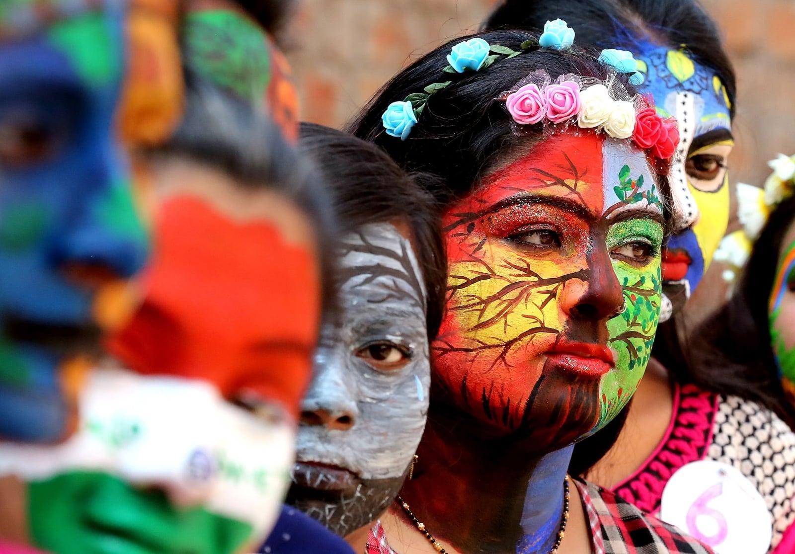 Zawody w malowaniu twarzy w Indiach  EPA/SANJEEV GUPTA