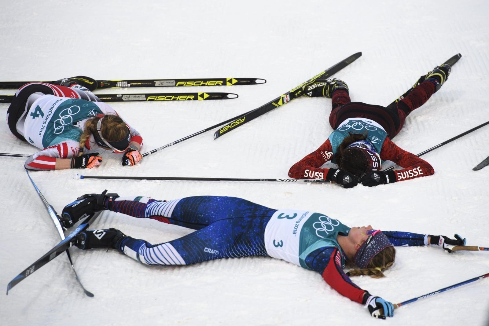 Szwajcarka Nathalie von Siebenthal, amerykanka Jessica Diggins i autriaczka Teresa Stadlober po narciarskim biegu łączonym (7,5 km techniką klasyczną + 7,5 km techniką dowolną) w Pjongczangu, Korea Południowa.