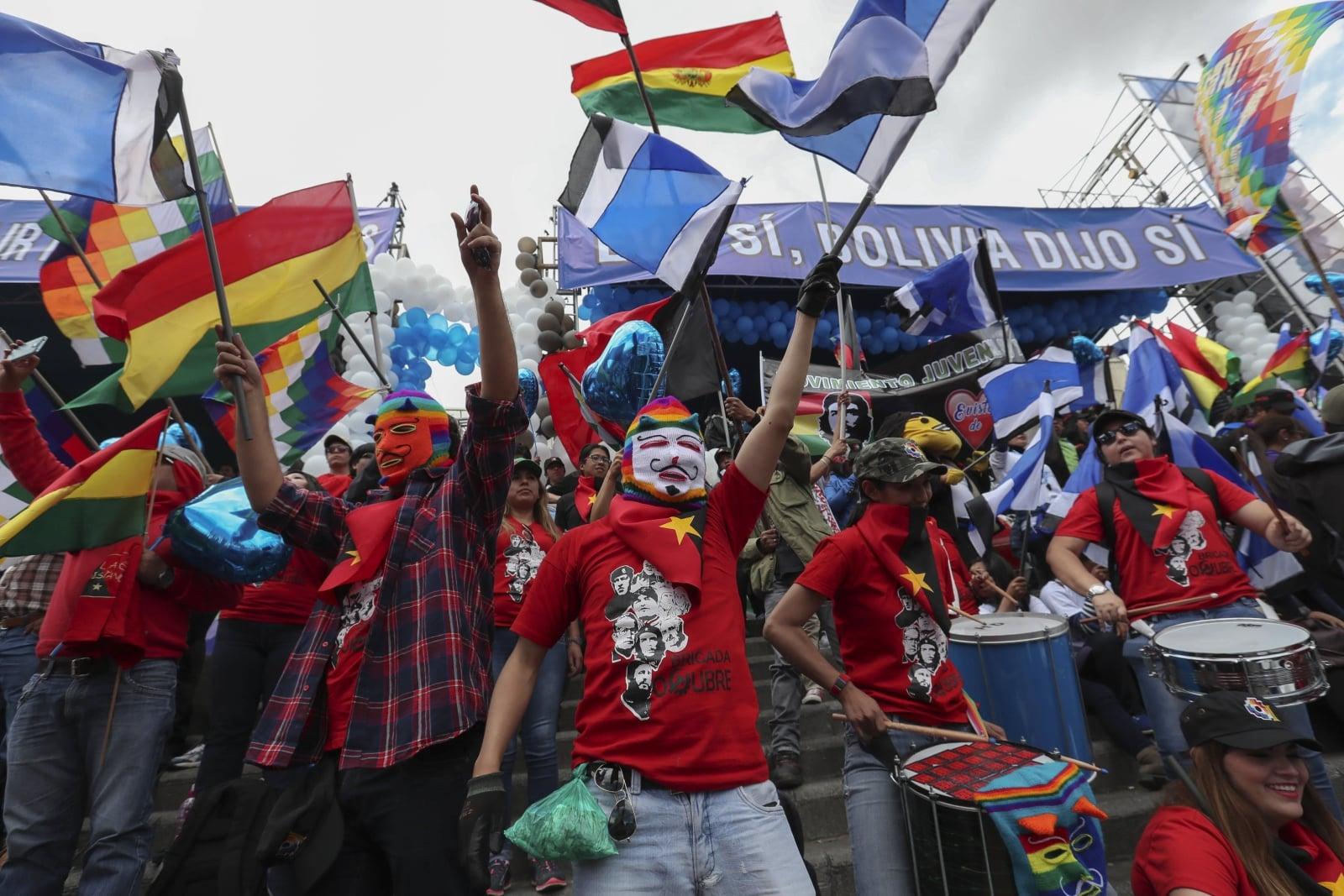 Zwolennicy prezydenta Evo Moralesa w trakcie manifestacji wsparcia, La Paz, Boliwia.