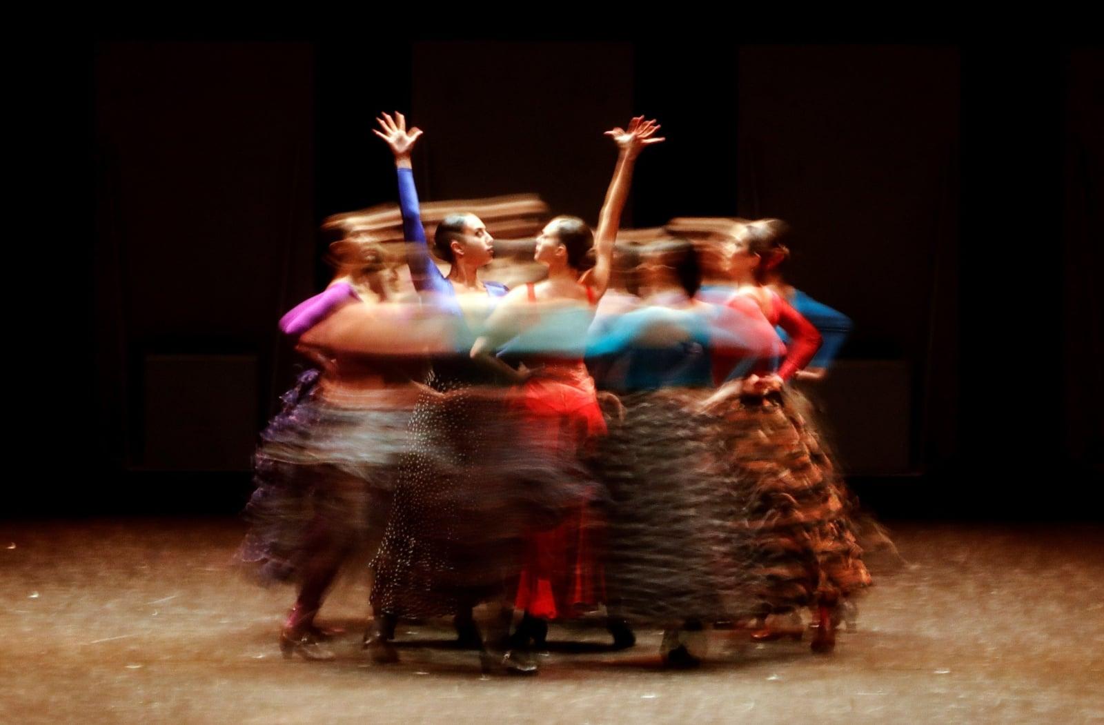 """Hiszpańscy tancerze wykonują operę """"Carmen""""."""