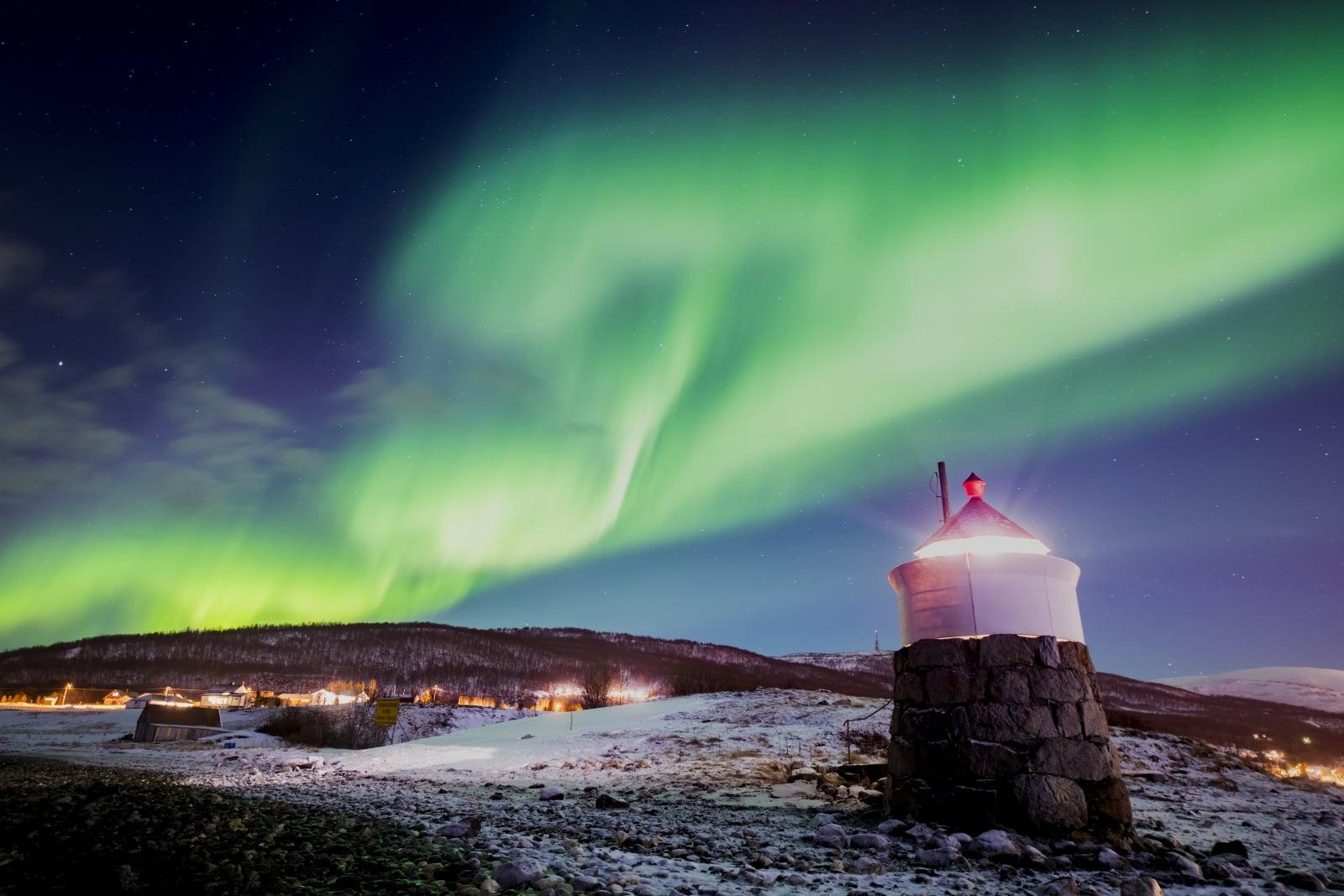Zorza polarna w Norwegii fot.  EPA/MARTIAL TREZZINI