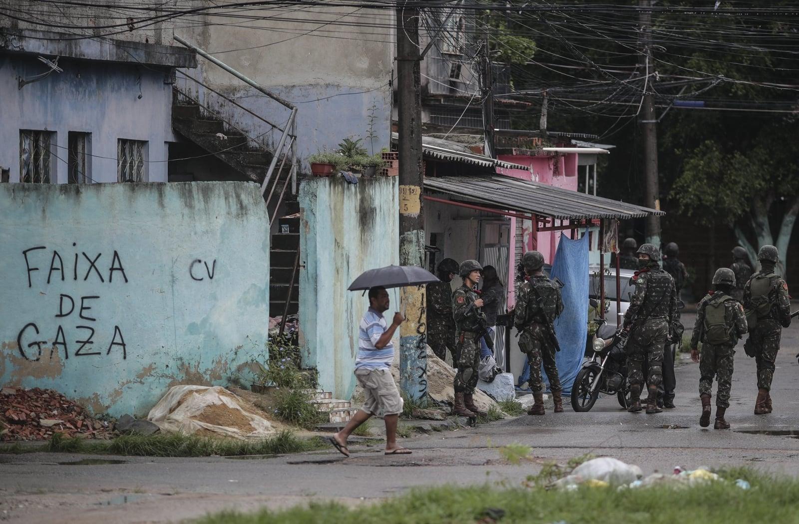 Kontrole wojskowe w Rio de Janeiro fot. EPA/Antonio Lacerda