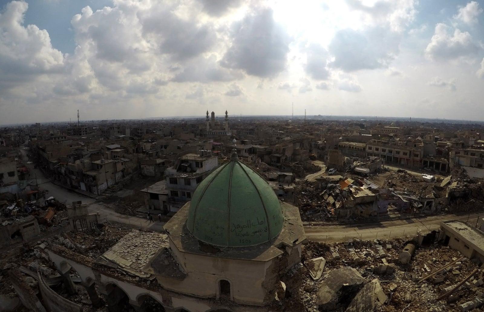 Krajobraz po bombardowaniu w Mosulu fot. EPA/MURTAJA LATEEF