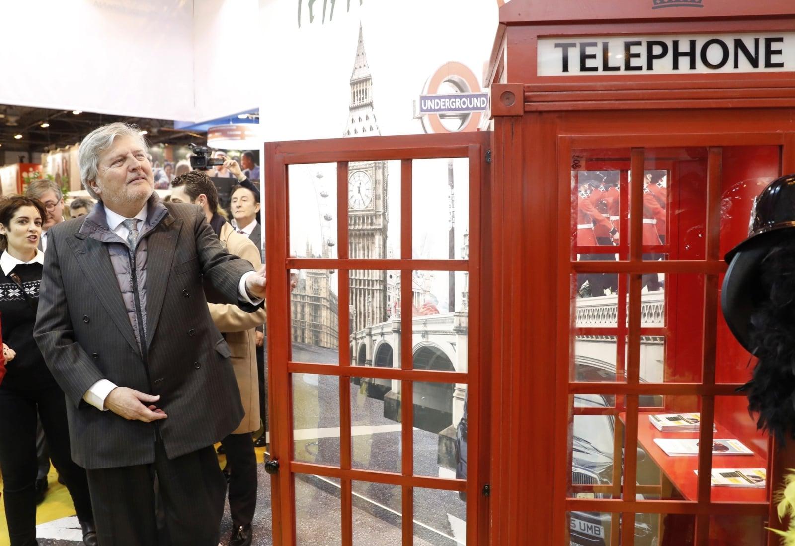Hiszpański minister edukacji, kultury i sportu, Inigo Mendez de Vigo, uczestniczy w otwarciu 26. Międzynarodowej Wystawy Edukacyjnej AULA w Madrycie, fot. EPA/Chema Moya