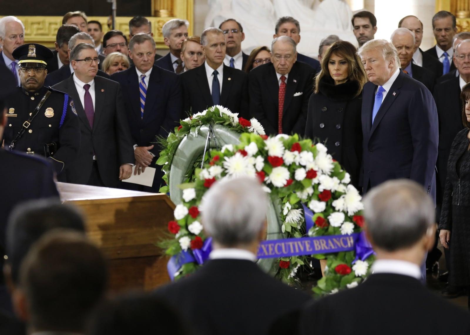 Donald Trump i Pierwsza Dama Melania Trump podczas uroczystości pogrzebowych Billy'ego Grahama - amerykańskiego ewangelisty, teologa i antropologa, fot. EPA/AARON P. BERNSTEIN / POOL