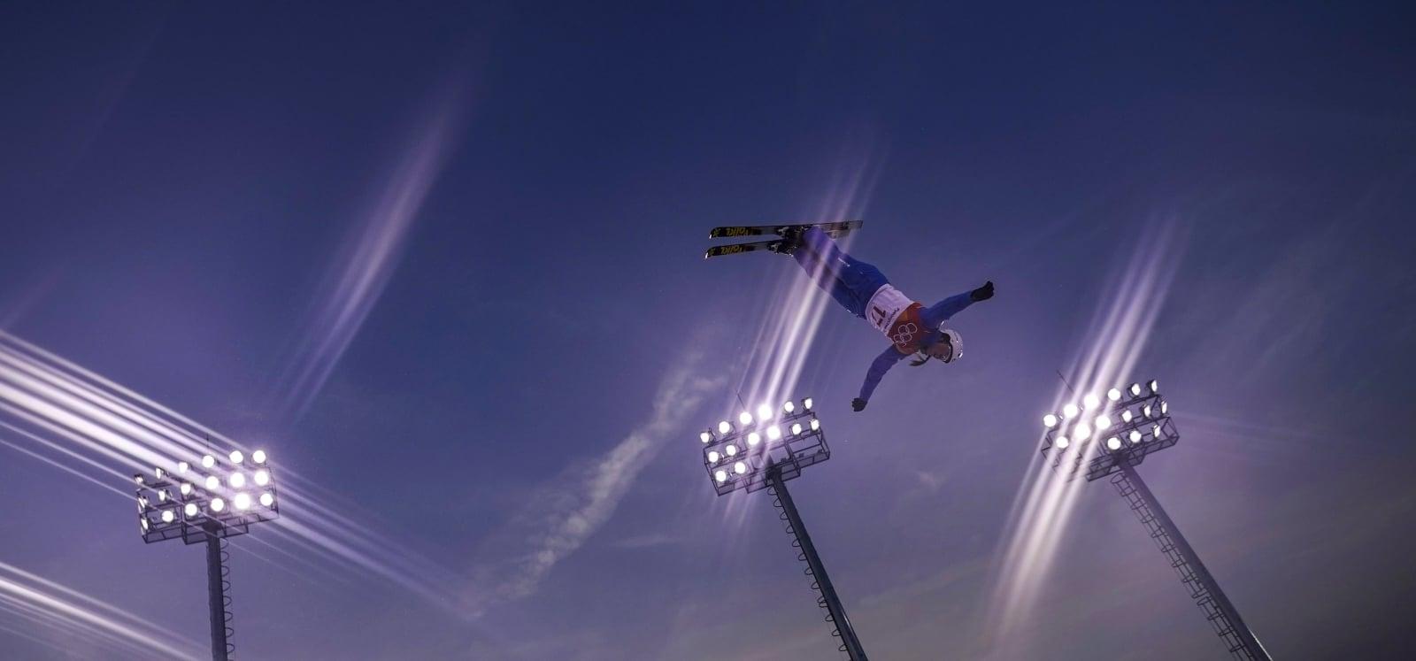 Amerykanka Madison Olsen w trakcie zawodów w skokach akrobatycznych na Igrzyskach Olimpijskich w Pjongczangu, Korea Południowa.