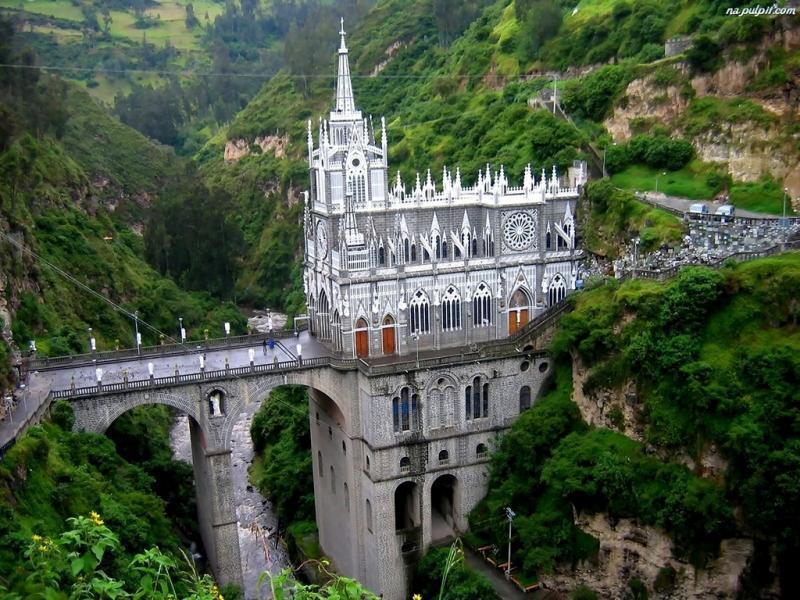 Bazylika Las Lajas czyli Sanktuarium Matki Boskiej Różańcowej Na Skałach w Ipiales jest jednym z najczęściej odwiedzanych miejsc pielgrzymkowych w Ameryce Południowej.   Fot. Puzzelfactory