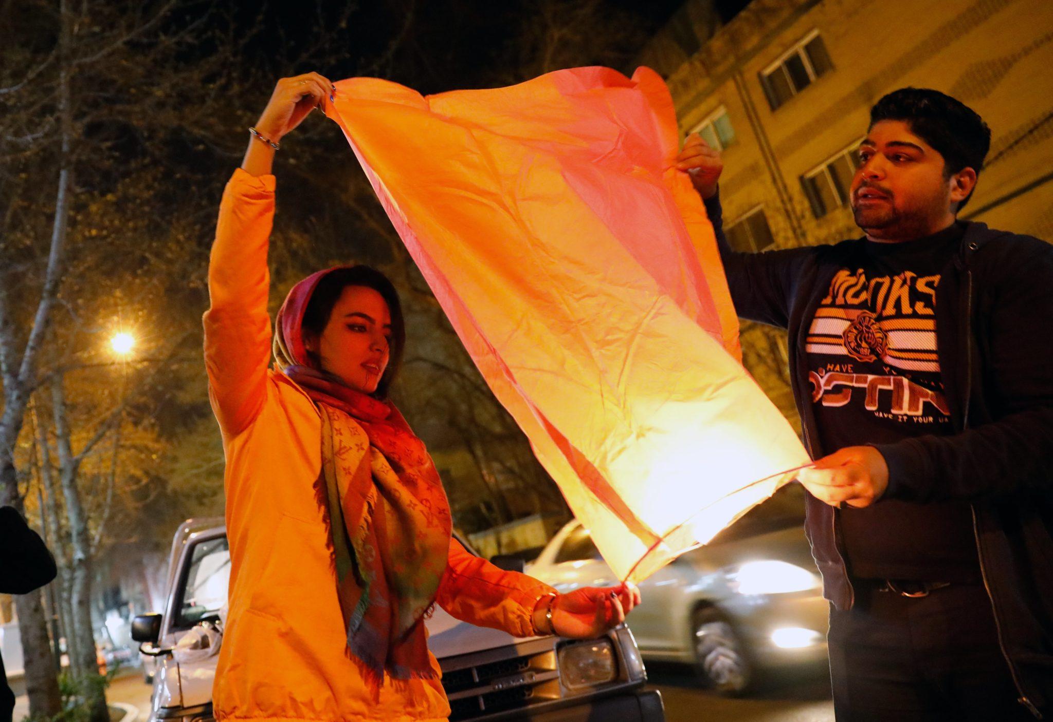 Święto odbywa się co roku w ostatnią środę przed przed nowym perskim rokiem, który rozpoczyna się 21 marca. To również początek wiosny, fot: Abedin Taherkenareh, PAP/ EPA