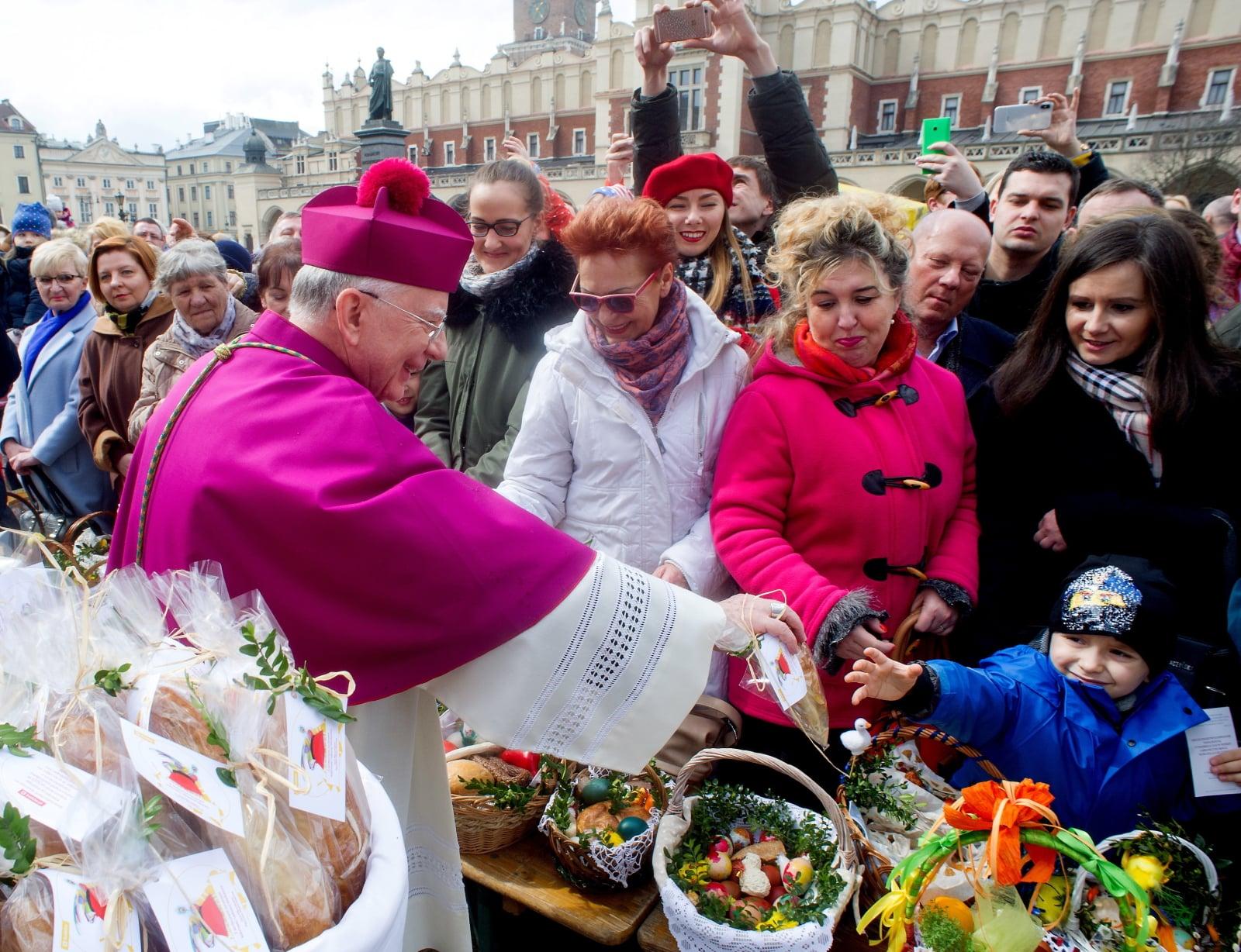 Święcenie pokarmów w Krakowie fot. PAP/Michał Klag
