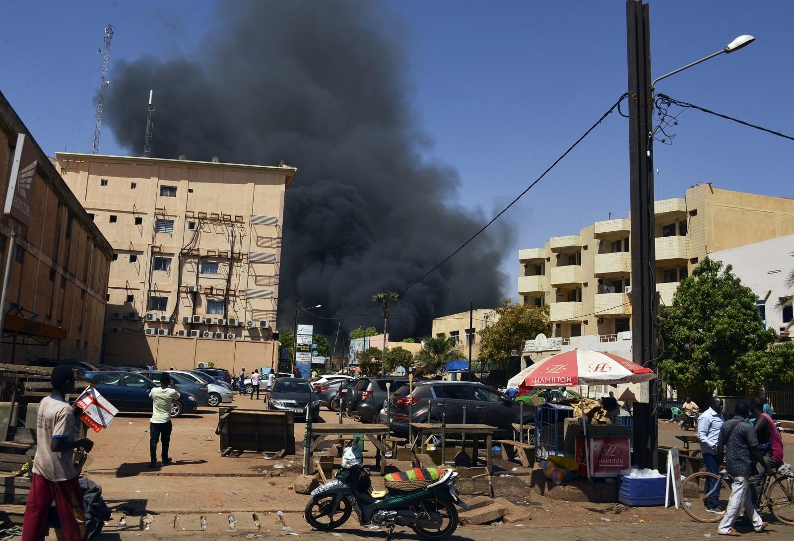 Atak na ambasadę Francji w Burkina Faso EPA/STR