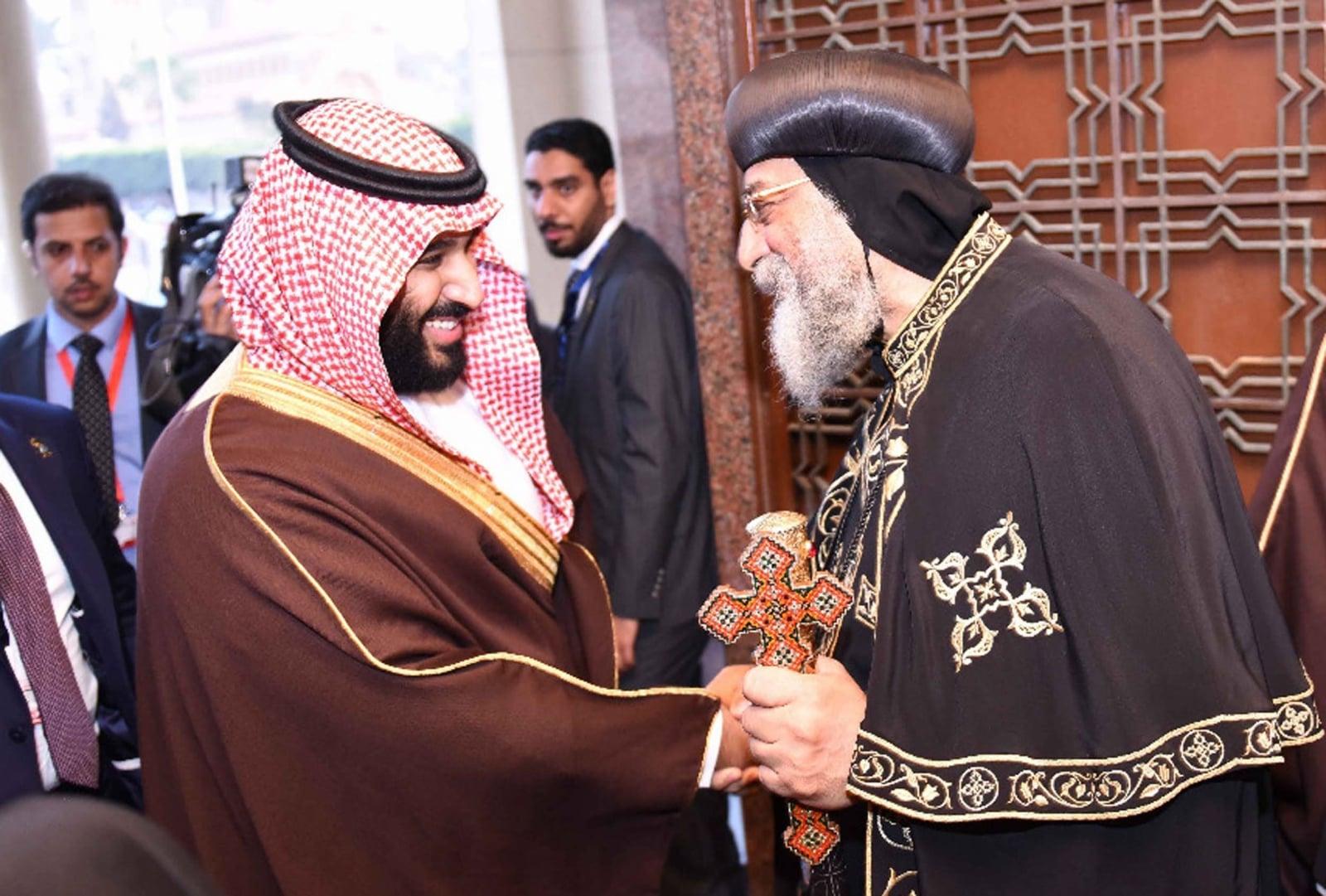 Saudyjski książę Muhammad ibn Salman spotkał się w poniedziałek w koptyjskiej katedrze św. Marka w Aleksandrii z patriarchą Kościoła koptyjskiego Tawadrosem II