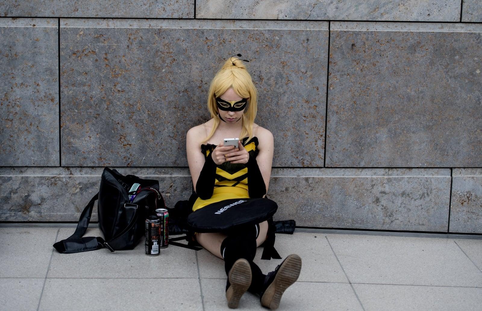 Uczestniczka Targów Książki w Lipsku przebrana w kostium komiksowy, Niemcy, fot.  EPA/FILIP SINGER