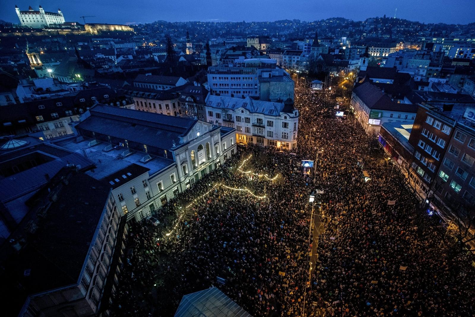 Protesty antyrządowe na Słowacji fot. EPA/JAKUB GAVLAK