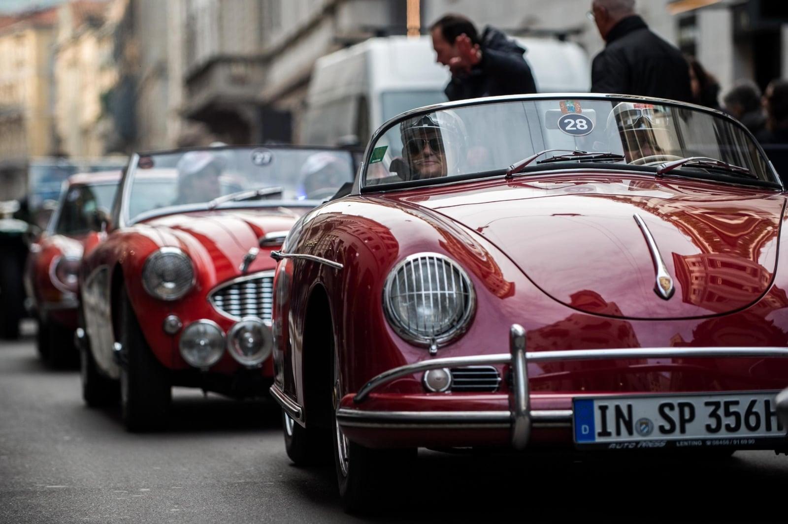 Pokaz samochodów w Mediolanie fot. EPA/NICOLA MARFISI