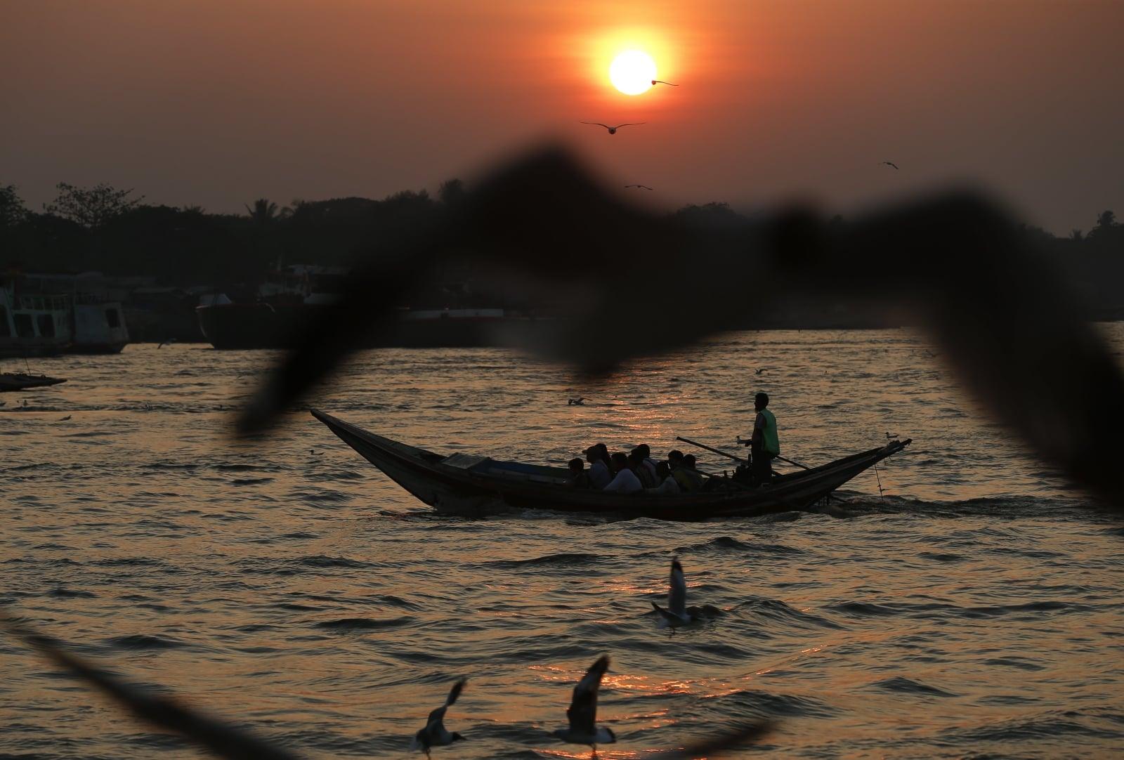 Codzienne życie Myanmar fot. EPA/LYNN BO BO