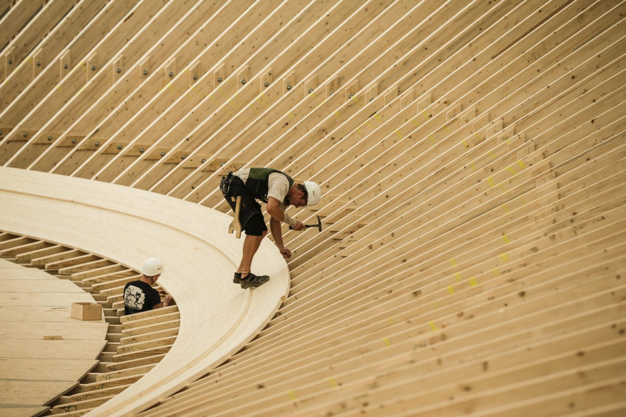 Dżakarta, Indonezja: budowa toru na welodromie (tor kolarski) na zbliżające się Igrzyska Azjatyckie, fot: Mast Irham, PAP/EPA