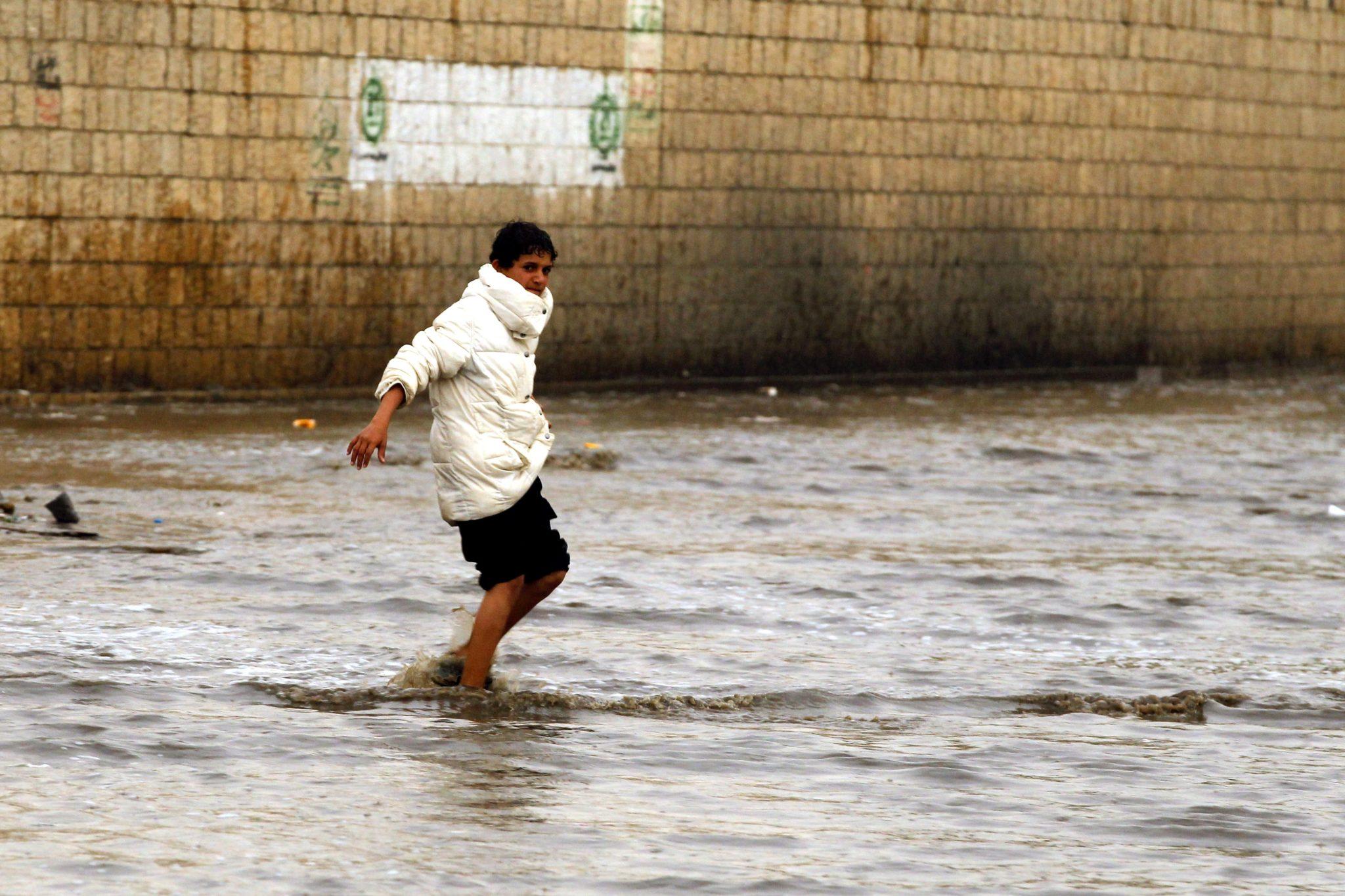 Jemen, Sana: ulewne deszcze i podtopienia, fot: Yahya Arhab, PAP/EPA