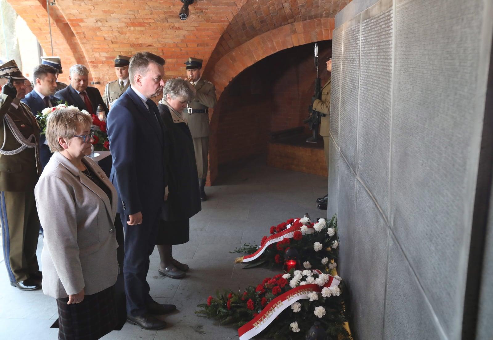 Minister obrony narodowej Mariusz Błaszczak podczas uroczystości z okazji 78. rocznicy Zbrodni Katyńskiej, Warszawa