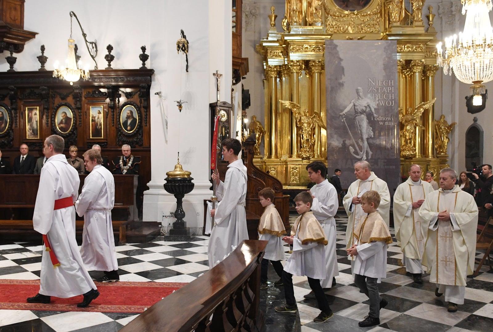Msza św. w intencji ofiar zbrodni katyńskiej w Bazylice św. Krzyża w Warszawie