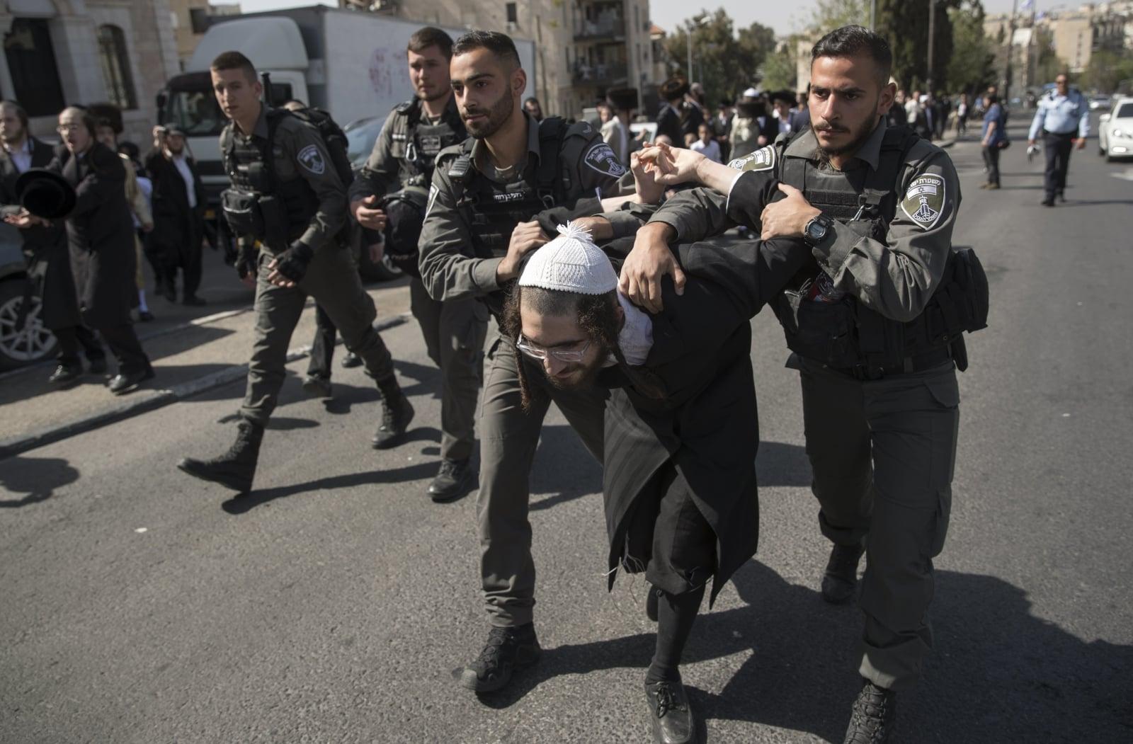 Protest ortodoksyjnych Żydów fot. EPA/ATEF SAFADI