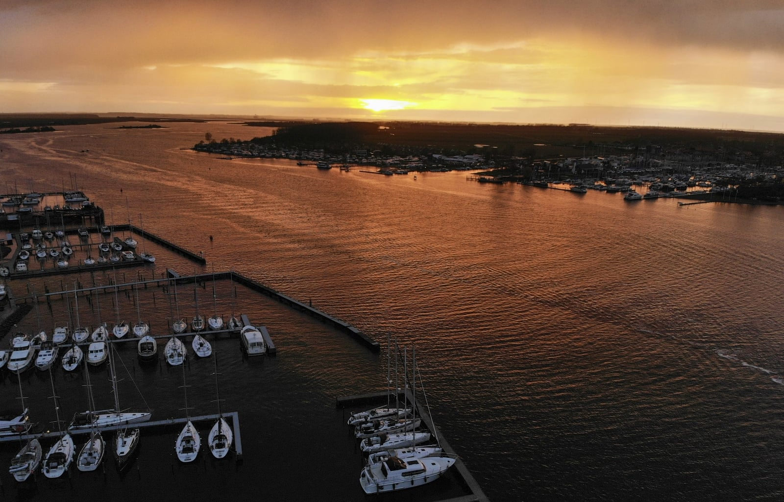 Zachód Słońca - Holandia fot. EPA/OLIVIER HOSLET