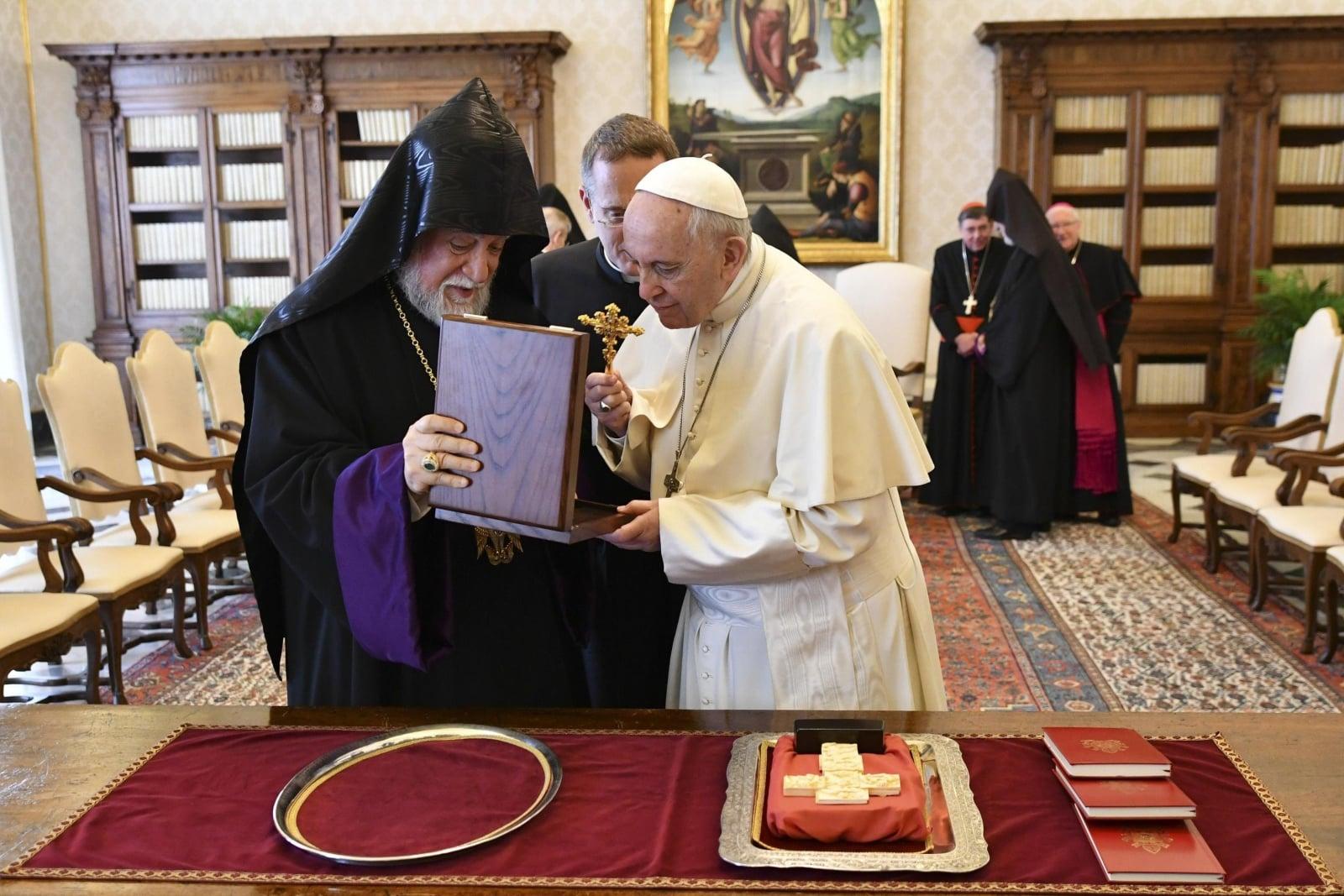 Przedstawiciele Kościoła armeńskiego u papieża Franciszka  EPA/ALBERTO PIZZOLI
