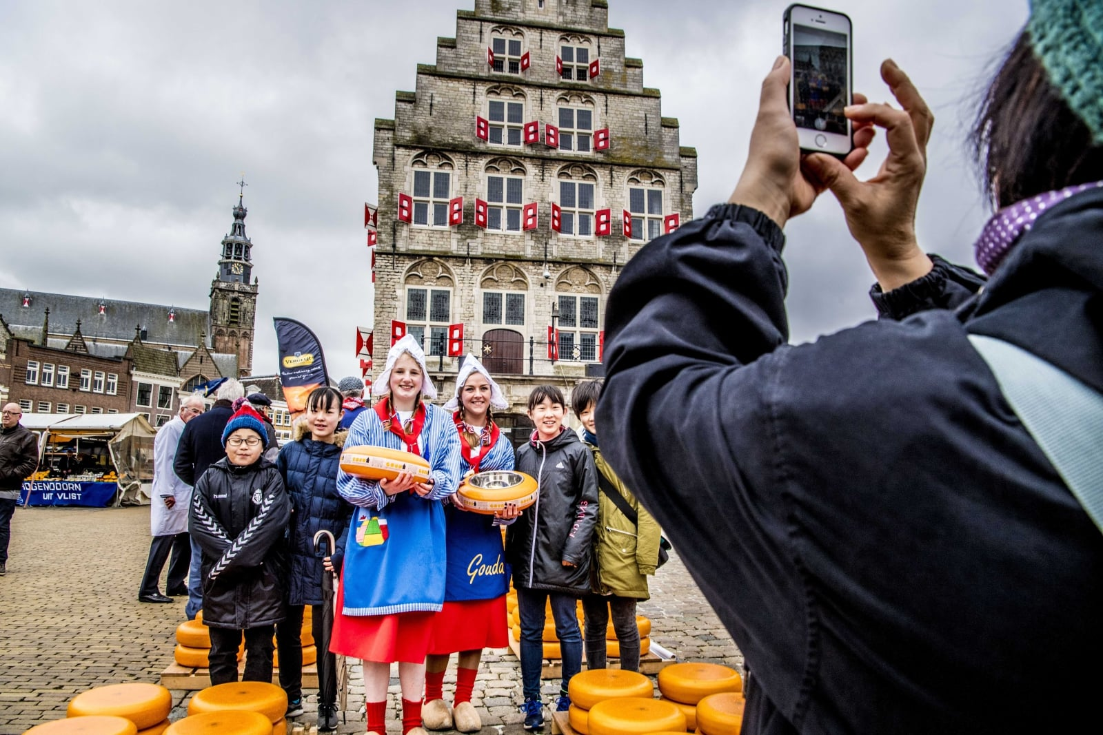 Targ serowy w Holandii EPA/ROBIN UTRECHT