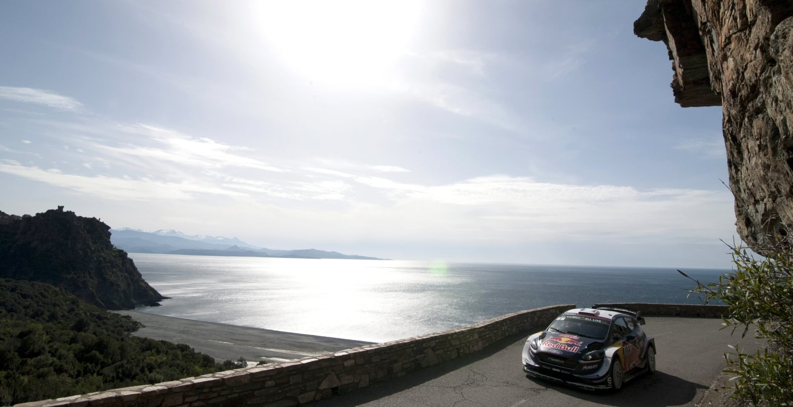 Sebastien Ogier prowadzi Forda Fiestę w Tour de Corse, Korsyka, Francja.