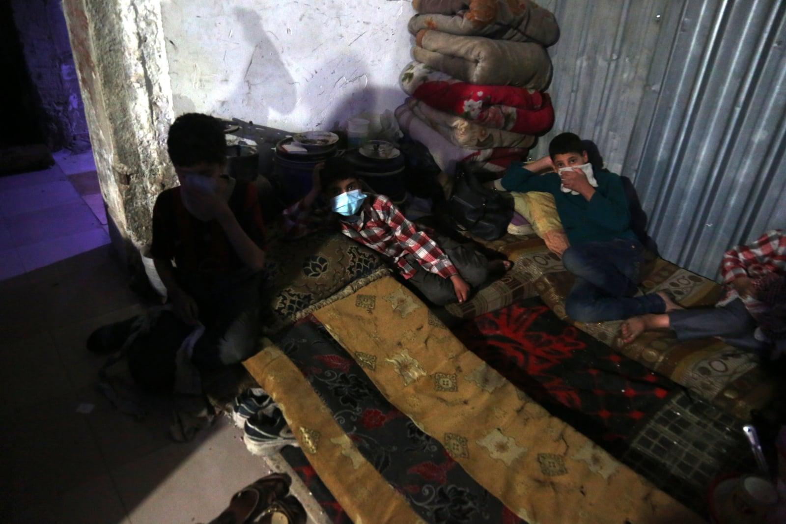 Poszkodowani w ataku chemicznym, Syria, fot.  EPA/EMAD ALDIN