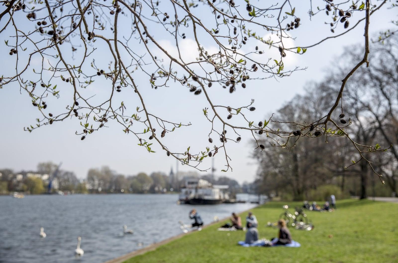 Wiosenna pogoda w Berlinie, Niemcy, fot. EPA/OMER MESSINGER