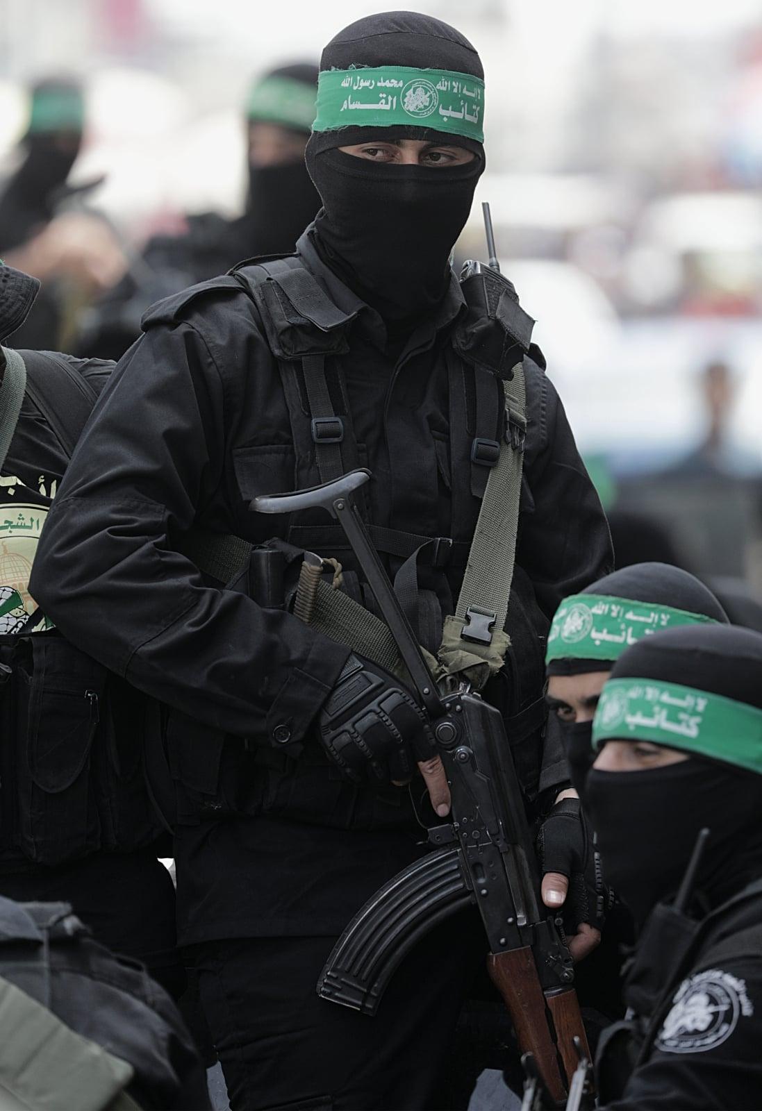 Zbrojne skrzydło Hamasu patroluje ulice Gazy, Palestyna.