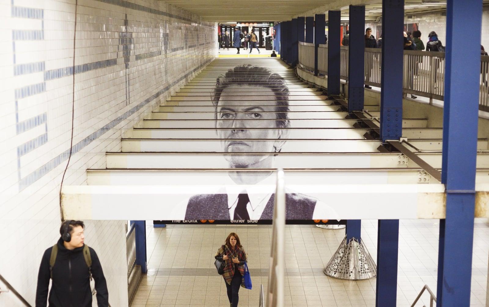 Podobizna Davida Bowiego na stacji Broadway-Lafayette w Nowym Jorku, USA.