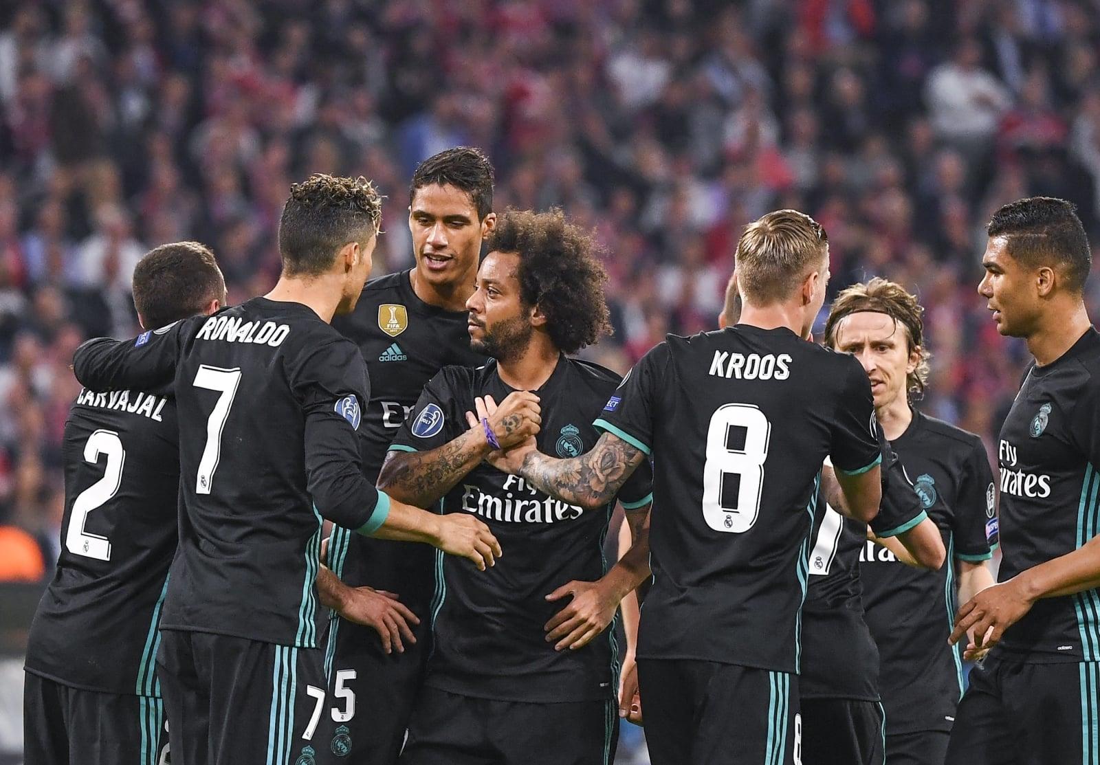 Piłkarze Realu Madryt cieszą się po zdobyciu gola ma 1:1 w meczu półfinałowym Ligi Mistrzów.