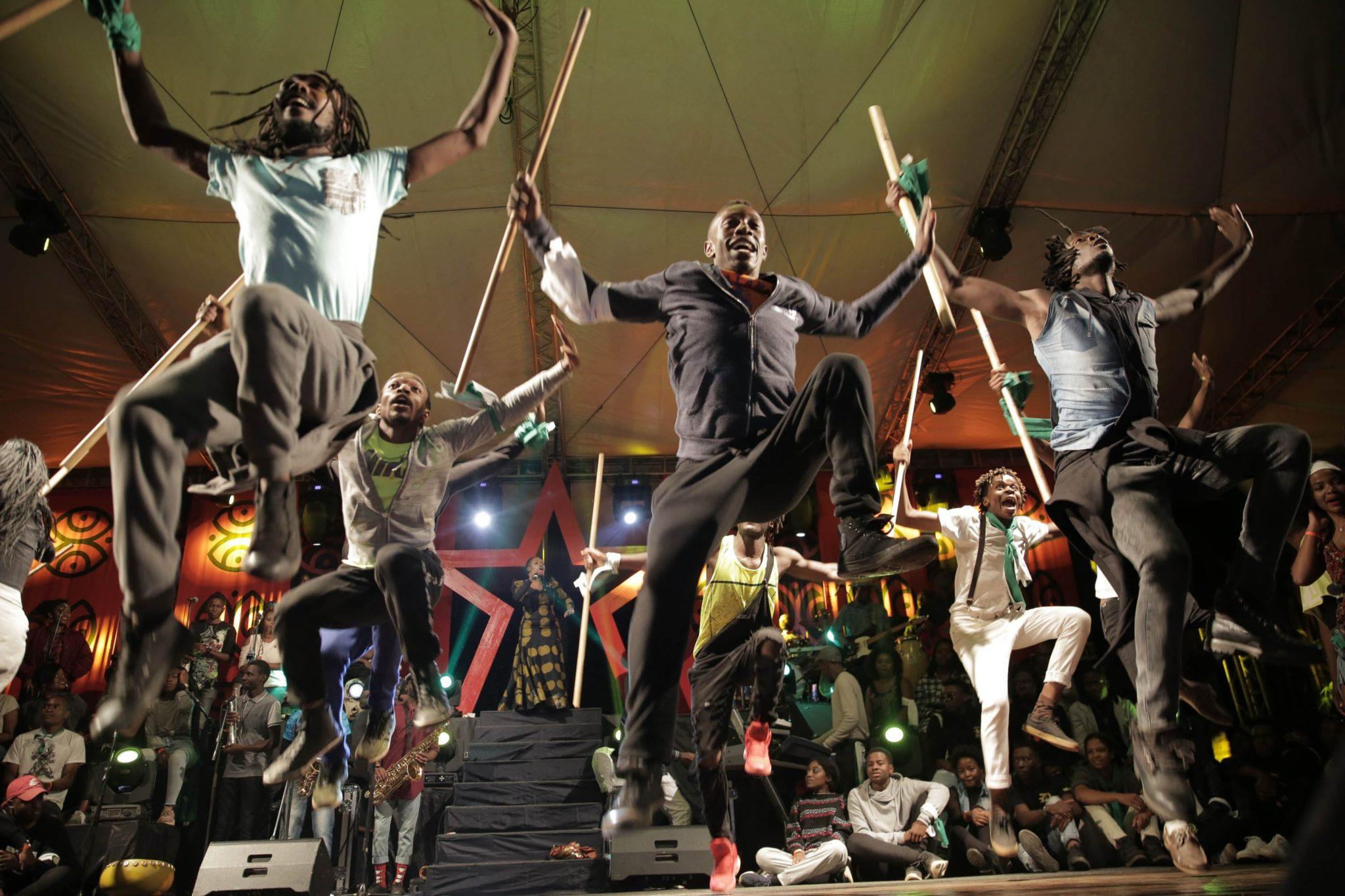 Hifa to festiwal, który pokazuje międzynarodową sztukę i kulturę poprzez spektakle teatru, tańca, muzyki, cyrku, spektakli ulicznych, mody i sztuk wizualnych.