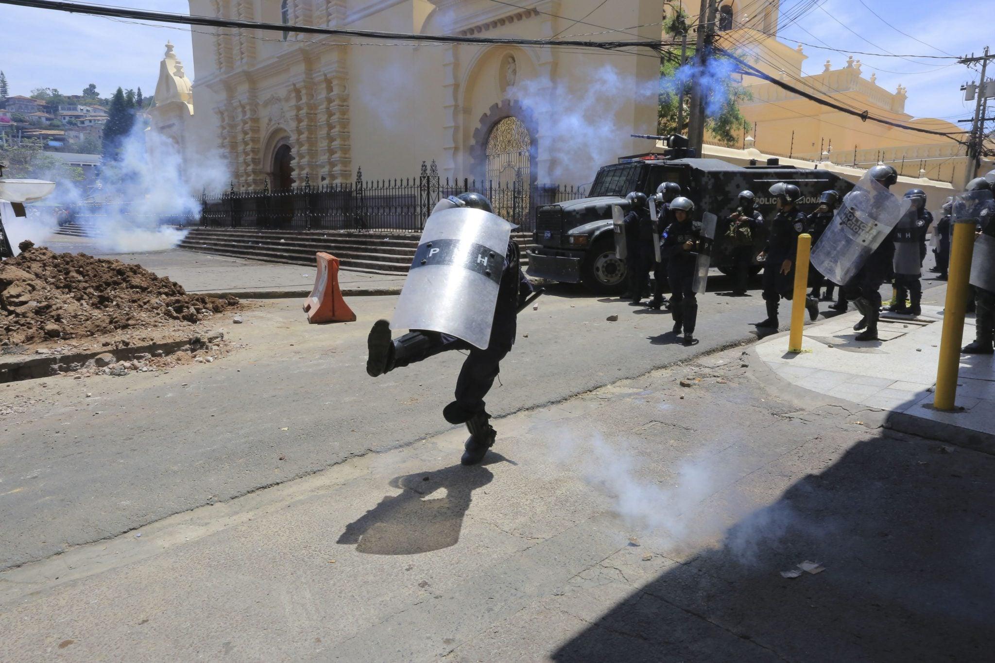Honduras: demonstracja zorganizowna z okazji Międzynarodowego Dnia Pracy, podobne protesty odbyły się na całym świecie, także w Niemczech, Francji, Meksyku i Kolumbii, fot: Gustavo Amador, PAP/EPA