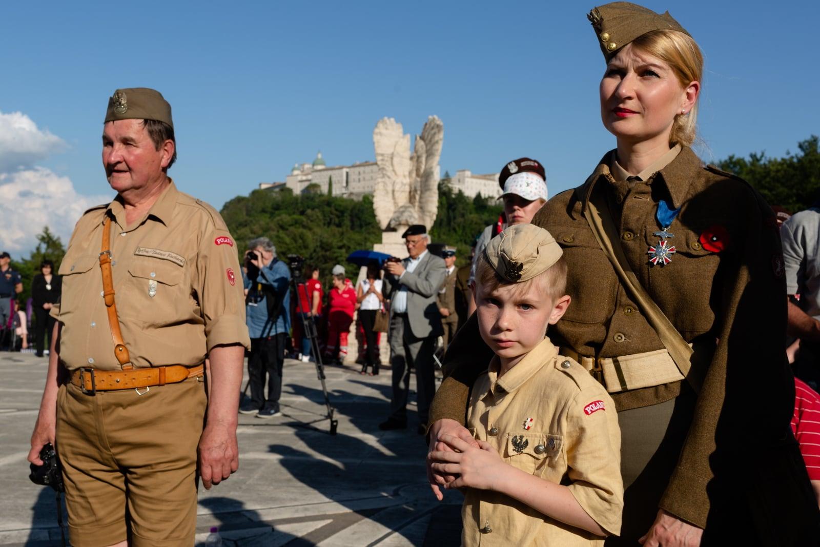 Cassino, Włochy, 18.05.2018. Rekonstruktorzy 2 Korpusu WP  na Polskim Cmentarzu Wojennym na Monte Cassino