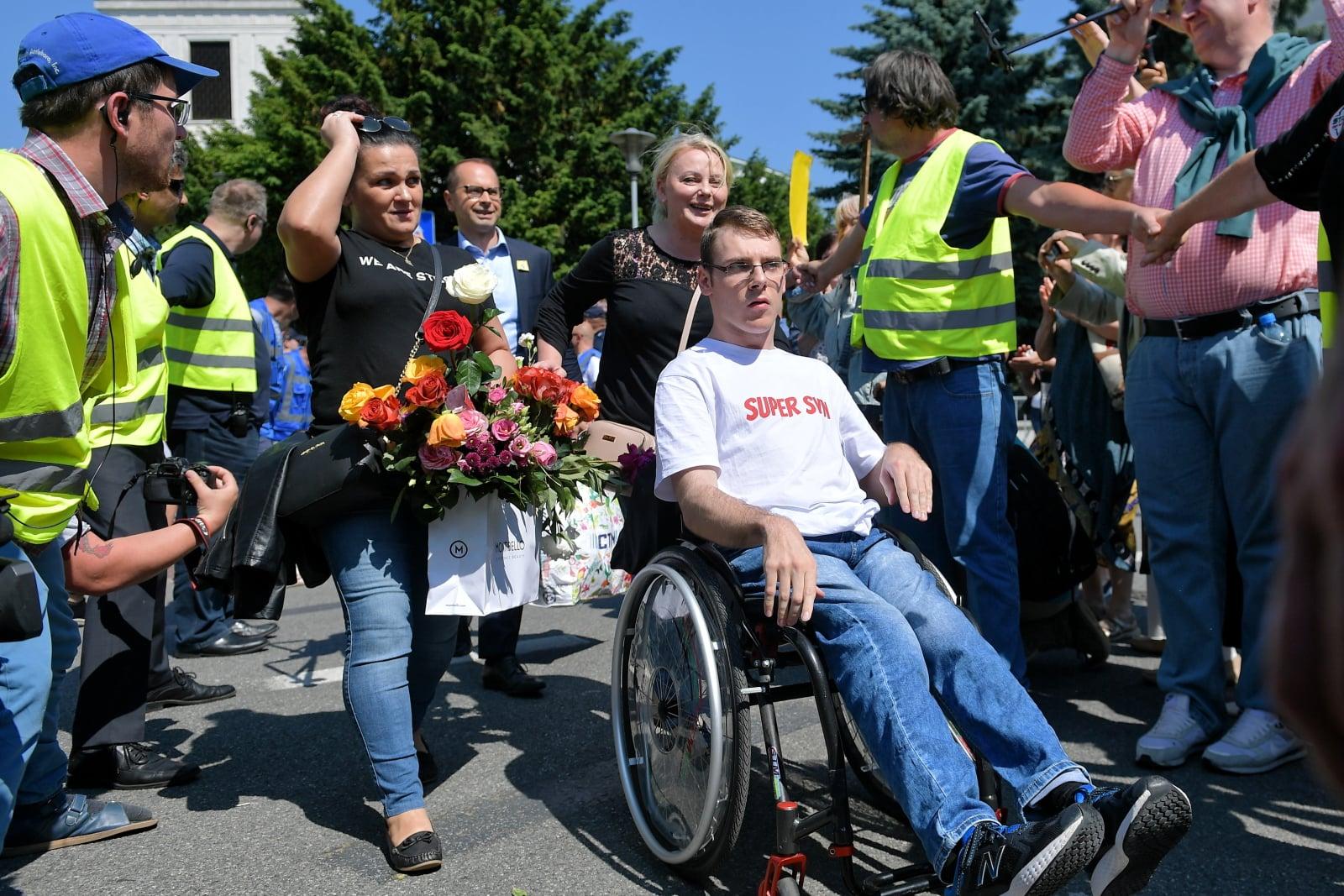 Rodziny osób niepełnosprawnych zawiesiły dzisiaj protest w Sejmie